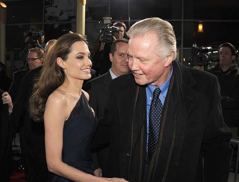 Анджелина Джоли помирилась с отцом после развода с Брэдом Питтом   галерея [1] фото [1]