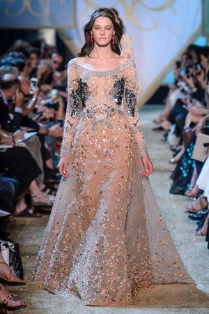 Показ Elie Saab коллекции сезона Осень-зима 2017-2018 года Haute couture - www.elle.ru - Подиум - фото 624182