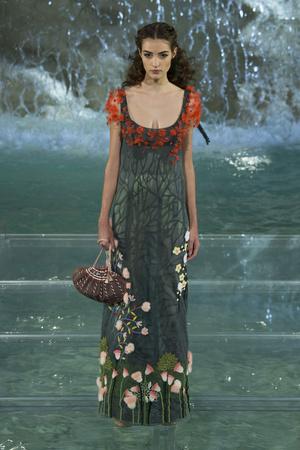 Показ Fendi коллекции сезона Осень-зима 2016-2017 года Haute couture - www.elle.ru - Подиум - фото 607474