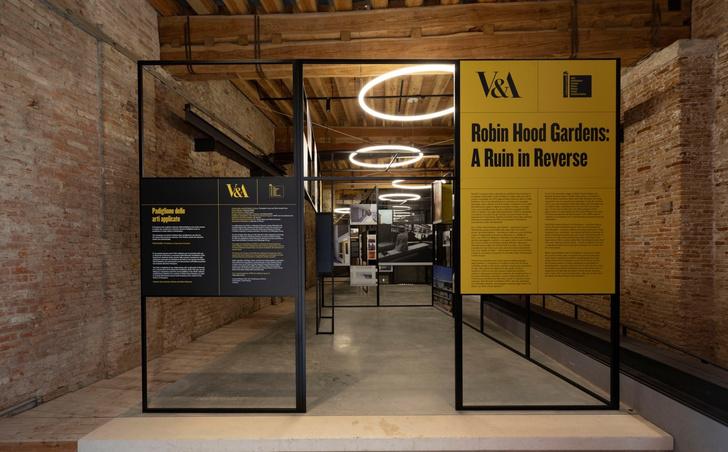 Комплекс Robin Hood Gardens на биеннале в Венеции (фото 11)