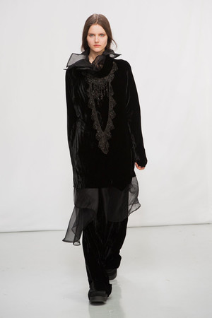 Показ Moon Young Hee коллекции сезона Осень-зима 2014-2015 года Prêt-à-porter - www.elle.ru - Подиум - фото 581754