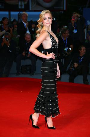Софи Тернер в Yanina Couture