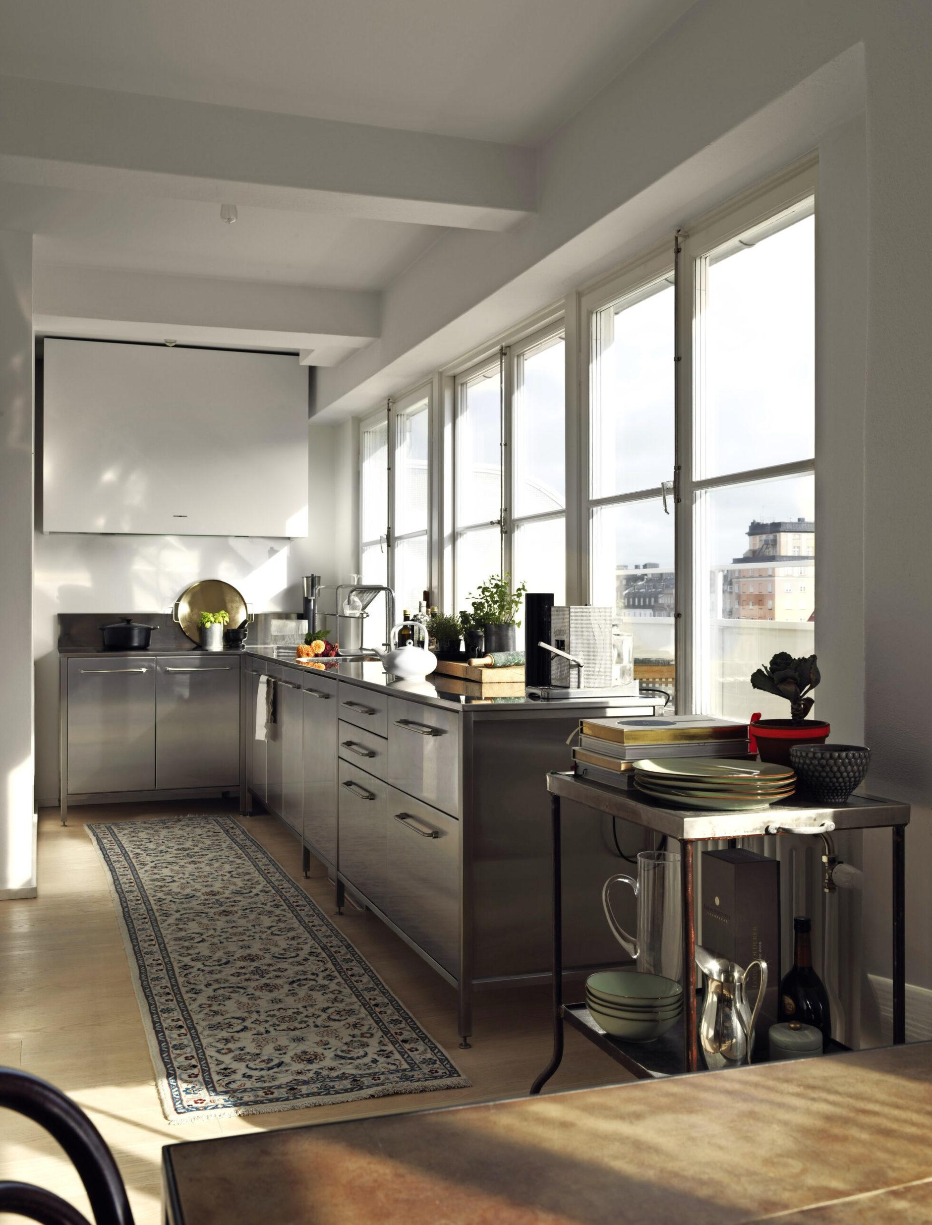 Кухня с блестящими фасадами: 10 примеров (галерея 0, фото 3)