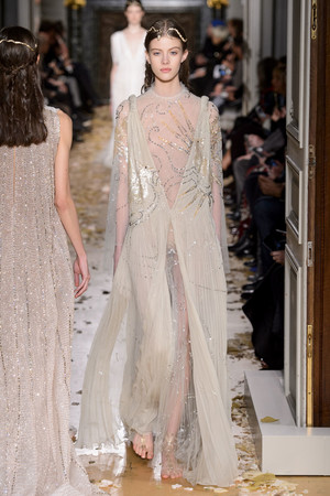 Показ Valentino коллекции сезона Весна-лето  2016 года Haute couture - www.elle.ru - Подиум - фото 603097