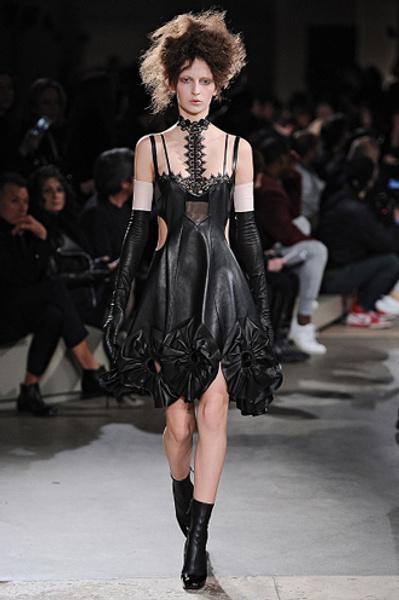 Неделя моды в Париже: показы Alexander McQueen и Paul & Joe ready-to-wear осень — зима 2015-2016 | галерея [1] фото [12]