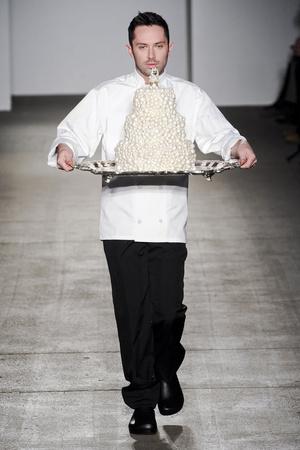 Показ Isaac Mizrahi коллекции сезона Осень-зима 2011-2012 года prêt-à-porter - www.elle.ru - Подиум - фото 235176