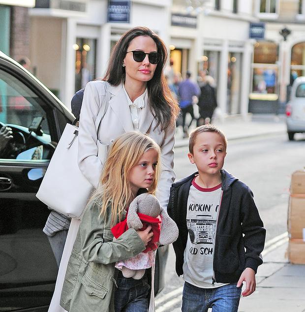 Анджелина Джоли с детьми в Лондоне