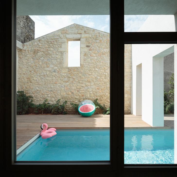 Новый дом с бассейном и патио в бывшем винном хранилище (фото 9)