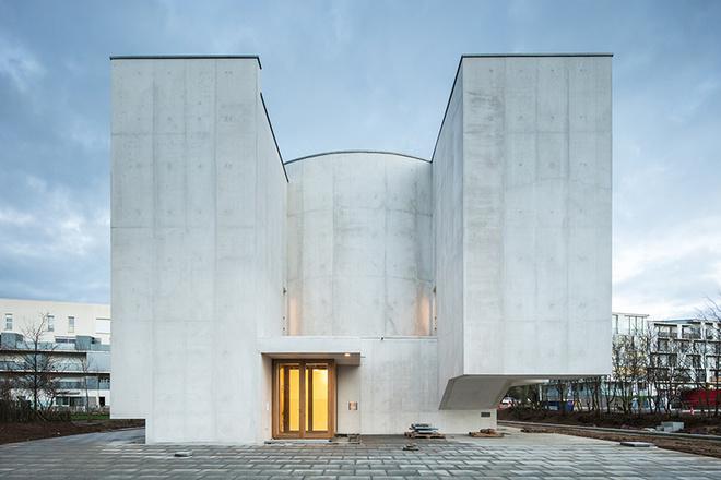 Бетонная церковь Алваро Сизы во Франции (фото 2)