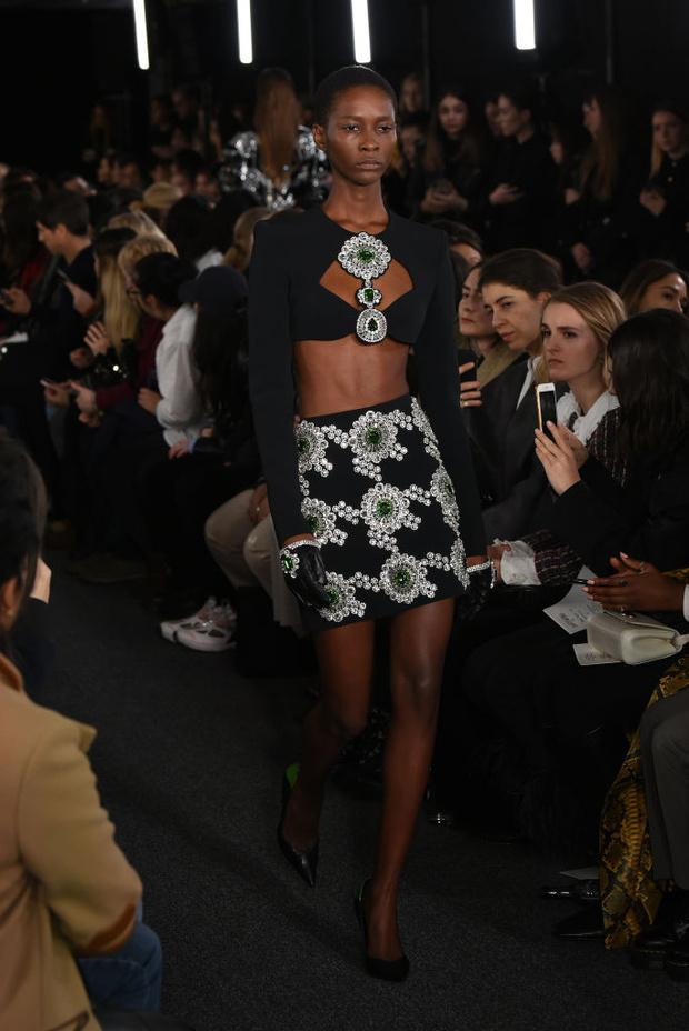 Черный – новый черный: показ David Koma на London Fashion Week (фото 1)