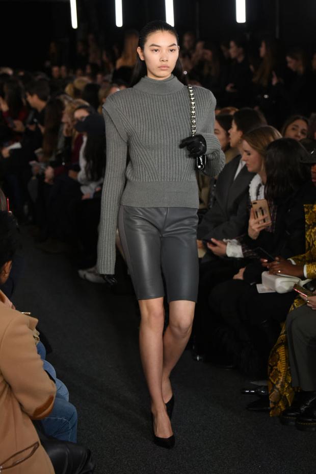 Черный – новый черный: показ David Koma на London Fashion Week (фото 18)