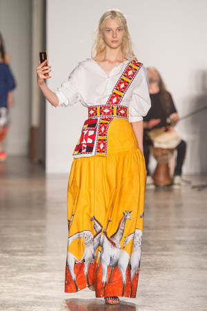 Показ Stella Jean коллекции сезона Весна-лето 2018 года Prêt-à-porter - www.elle.ru - Подиум - фото 642471