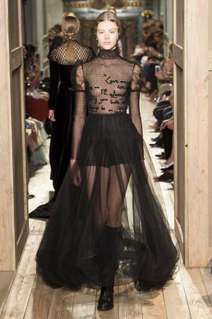 Показ Valentino коллекции сезона Осень-зима 2016-2017 года haute couture - www.elle.ru - Подиум - фото 607389
