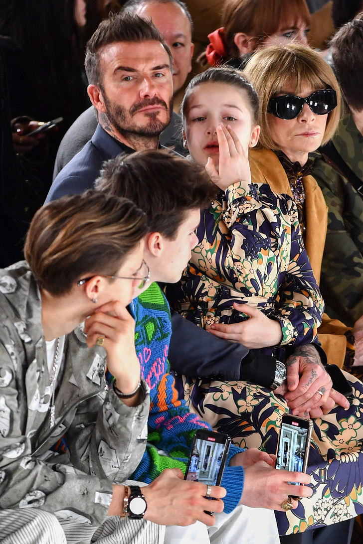 Джентльмены предпочитают Dior: семья Бекхэмов на показе Victoria Beckham (фото 1)