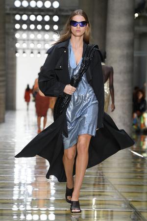 Какой бренд стал лучшим и получил сразу четыре награды на British Fashion Awards? (фото 1.2)