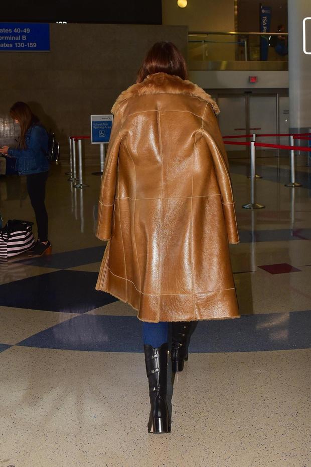 Глобальное утепление: Синди Кроуфорд в красивой комбинированной дубленке (фото 4)