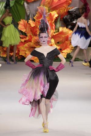 Показ Christian Dior коллекции сезона Осень-зима 2010-2011 года haute couture - www.elle.ru - Подиум - фото 167449