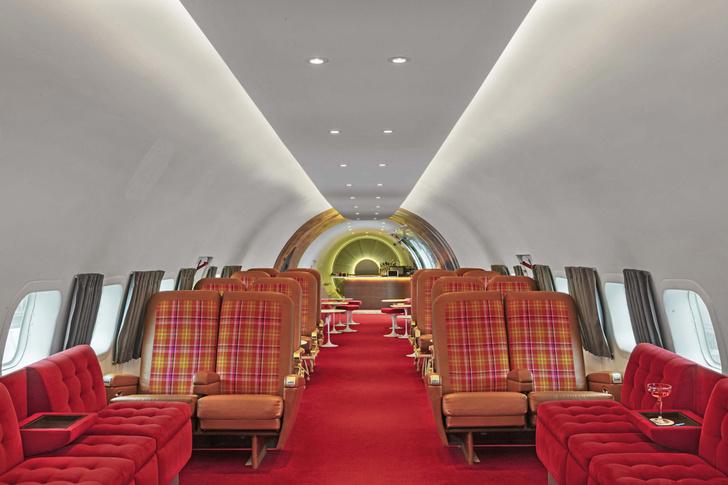 Пристегните ремни: бар в самолете при отеле TWA Hotel (фото 4)