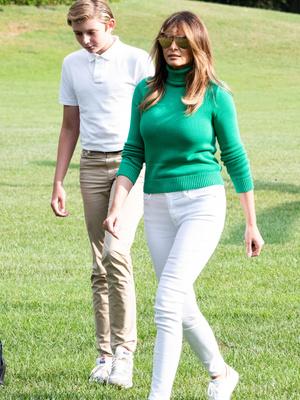 Мелания Трамп выбрала идеальную зеленую водолазку для наступающей осени (фото 3)