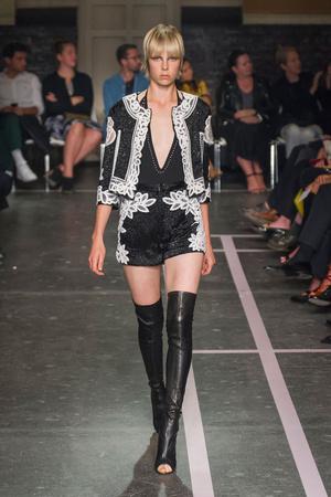 Показ Givenchy коллекции сезона Весна-лето 2015 года Prêt-à-porter - www.elle.ru - Подиум - фото 591262