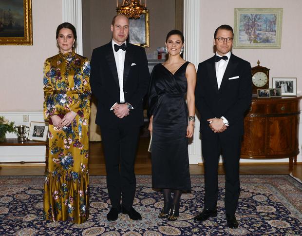Кейт Миддлтон в атласном платье Erdem на ужине с королевской семьей Швеции (фото 4)