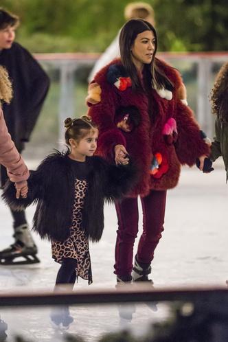 Фото дня: Ким Кардашьян с детьми в Калифорнии (фото 4)