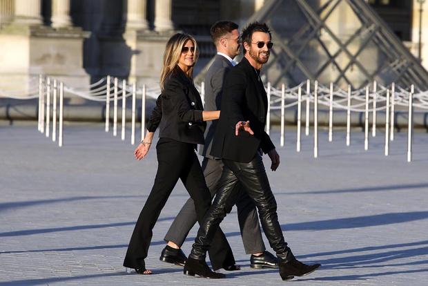 Фото дня: Дженнифер Энистон и Джастин Теру в Париже