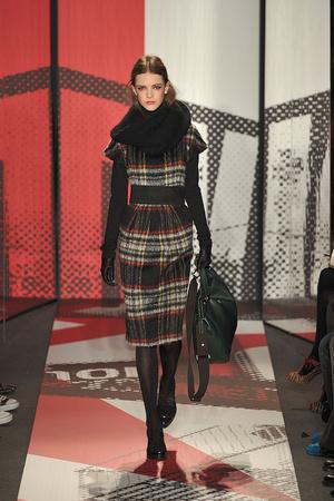 Показ DKNY коллекции сезона Осень-зима 2009-2010 года prêt-à-porter - www.elle.ru - Подиум - фото 90004