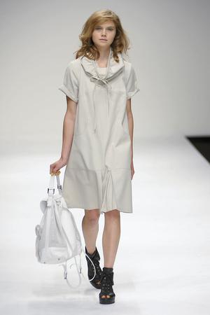 Показы мод Betty Jackson Весна-лето 2011 | Подиум на ELLE - Подиум - фото 2611