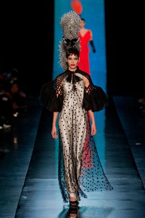 Показ Jean Paul Gaultier коллекции сезона Весна-лето 2014 года haute couture - www.elle.ru - Подиум - фото 575196