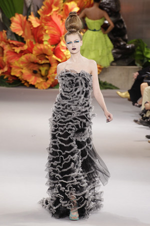 Показ Christian Dior коллекции сезона Осень-зима 2010-2011 года haute couture - www.elle.ru - Подиум - фото 167452