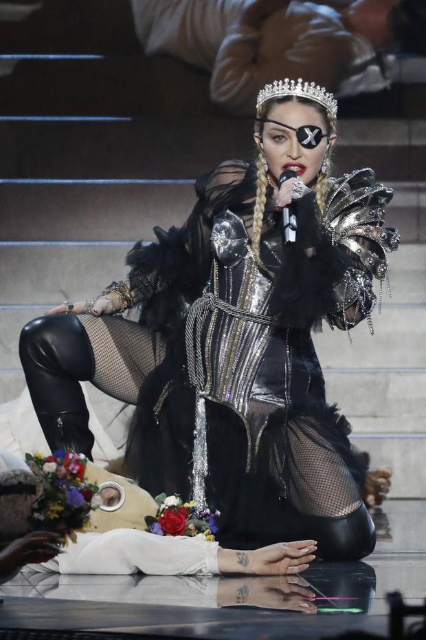 Чем вдохновлен костюм Мадонны, в котором она выступила на «Евровидении»? (фото 1)