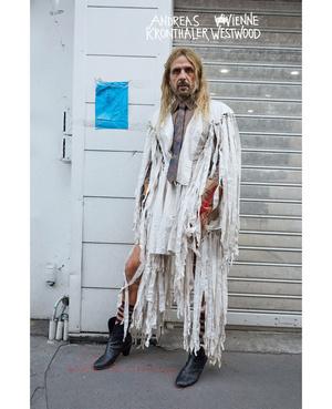 Королева провокации: абсолютно голая Наоми Кэмпбелл в кампании Vivienne Westwood (фото 4.2)