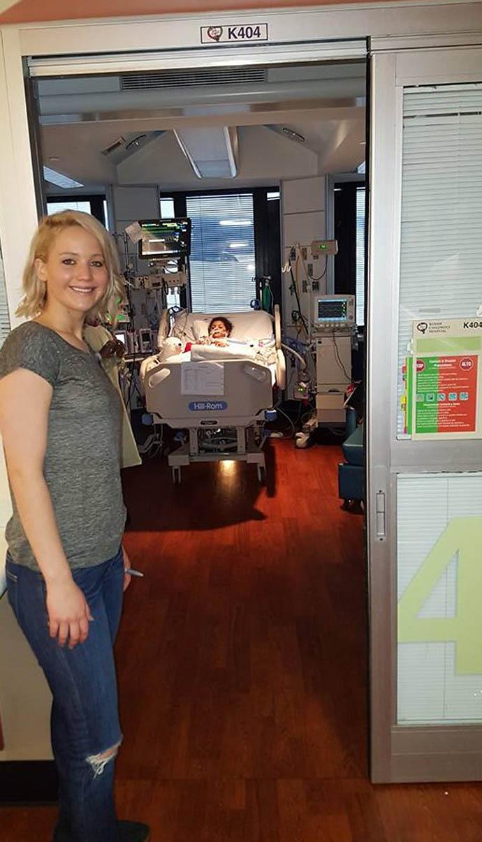 Дженнифер Лоуренс в детском госпитале Kosair