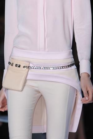 Показ Givenchy коллекции сезона Весна-лето 2012 года Prêt-à-porter - www.elle.ru - Подиум - фото 315654