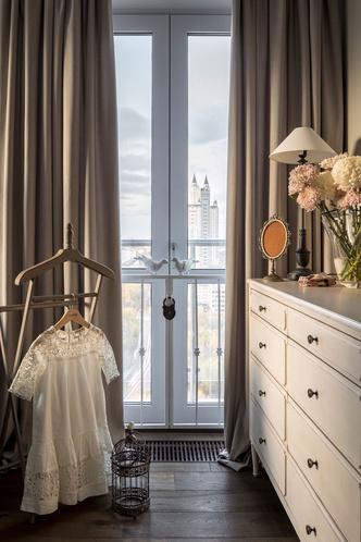 Квартира 200 квадратных метров в Москве: современный интерьер с налетом старины (фото 31)