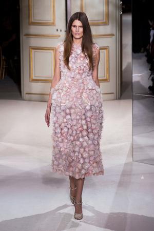 Показ Giambattista Valli коллекции сезона Весна-лето 2013 года haute couture - www.elle.ru - Подиум - фото 477868