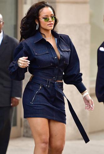 Образ дня: Рианна в джинсовом total look Tom Ford фото [3]