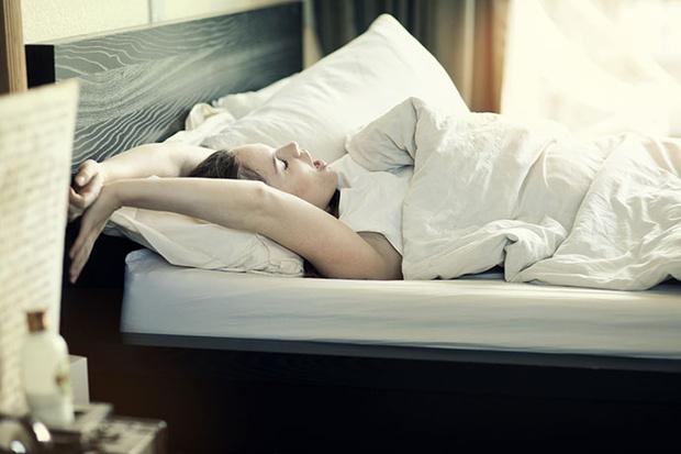 5 упражнений, которые вы можете делать, не вставая с постели