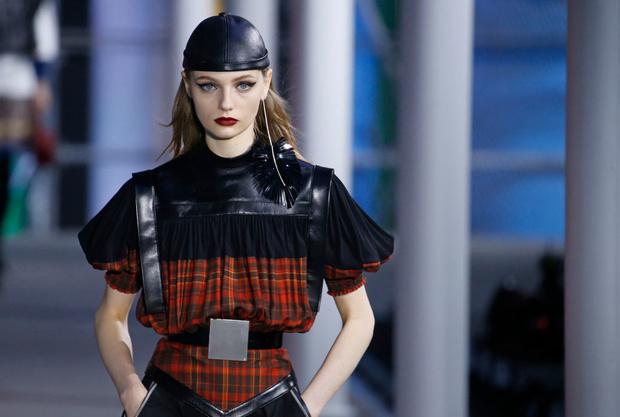 От хип-хопа до фанка 1980-х: смешение стилей на показе Louis Vuitton? (фото 12)