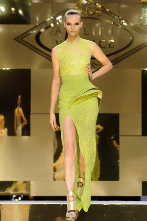 Показ Versace Haute Couture коллекции сезона Весна-лето 2012 года Haute couture - www.elle.ru - Подиум - фото 330086