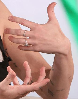 Майли Сайрус не нравится помолвочное кольцо, подаренное ей Лиамом Хэмсвортом