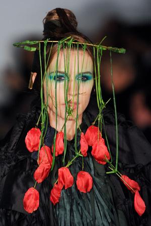 Показ Maurizio Galante коллекции сезона Весна-лето 2012 года Haute couture - www.elle.ru - Подиум - фото 331213