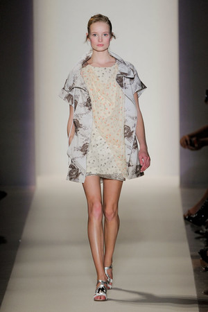 Показы мод Vanessa Bruno Весна-лето 2012 | Подиум на ELLE - Подиум - фото 1774