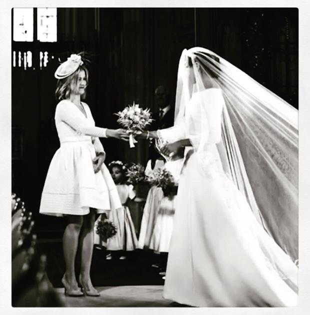 Чистота и простота: дизайнер, создававшая подвенечное платье Меган Маркл, опубликовала неизвестные снимки свадебной церемонии (фото 8)