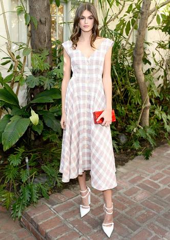 Само совершенство: Кайя Гербер в романтичном платье в Лос-Анджелесе фото [1]