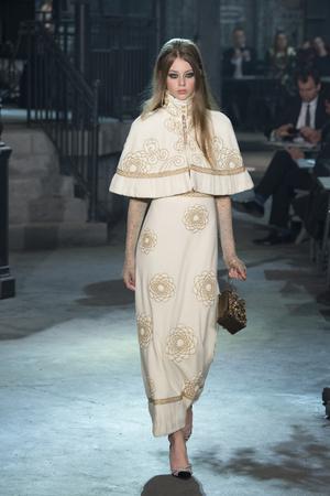 Показ Chanel коллекции сезона Pre-fall  2016 года Metiers d'Art - www.elle.ru - Подиум - фото 602559