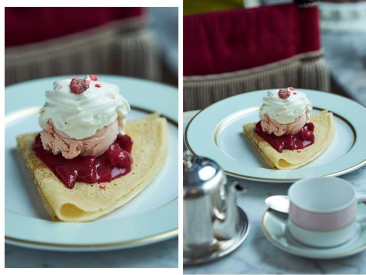 Французские блины с мороженым из розы и соусом из красных ягод с кремом Шантильи (фото 3)