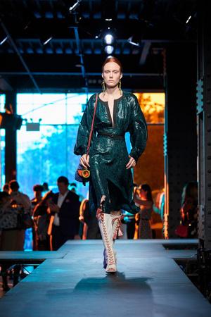 Показы мод Diane Von Furstenberg Весна-лето 2018 | Подиум на ELLE - Подиум - фото 5071