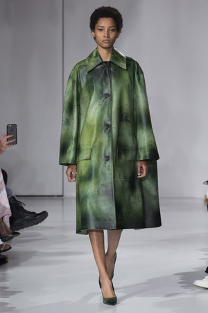 Показ Calvin Klein коллекции сезона Весна-лето 2018 года Prêt-à-porter - www.elle.ru - Подиум - фото 625361